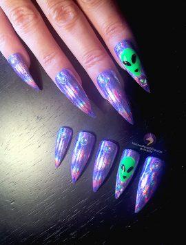 alien-invasion-nails