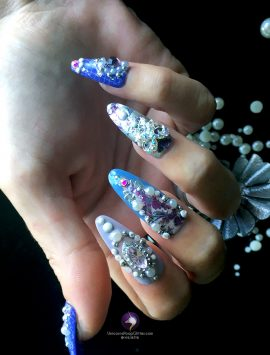 antoinette-nails-almond-onhand